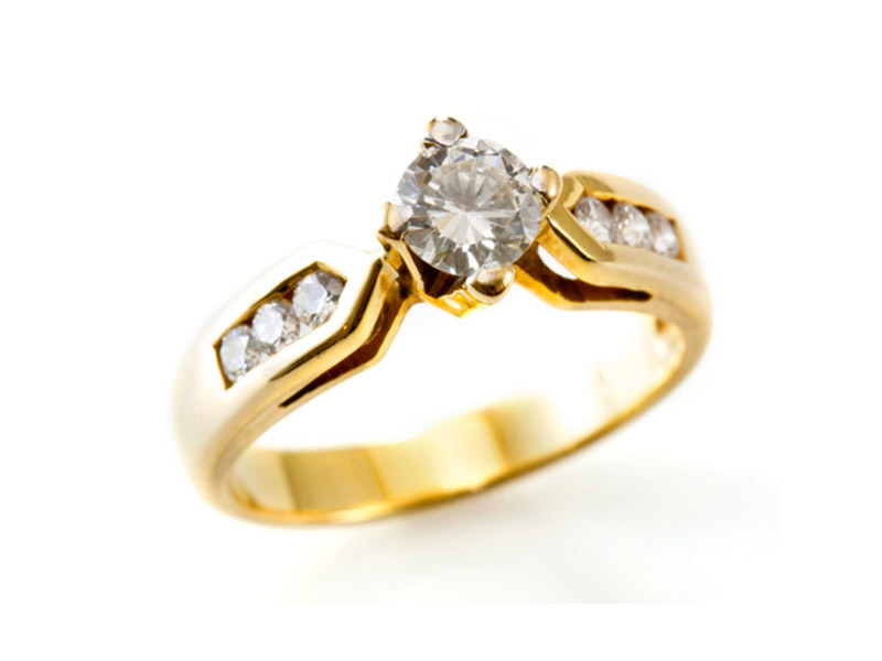 Golden Ring with isolated Diamond | Mercor